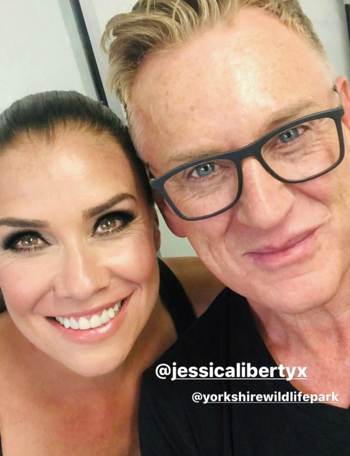 Celebrity mua Scott Beszick using our Dominic Paul cosmetics contour palette on Liberty X star Jessica